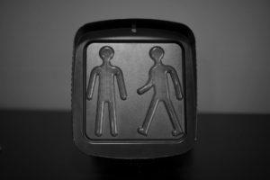 Zoom produit d'une figurine piéton en noir et blanc
