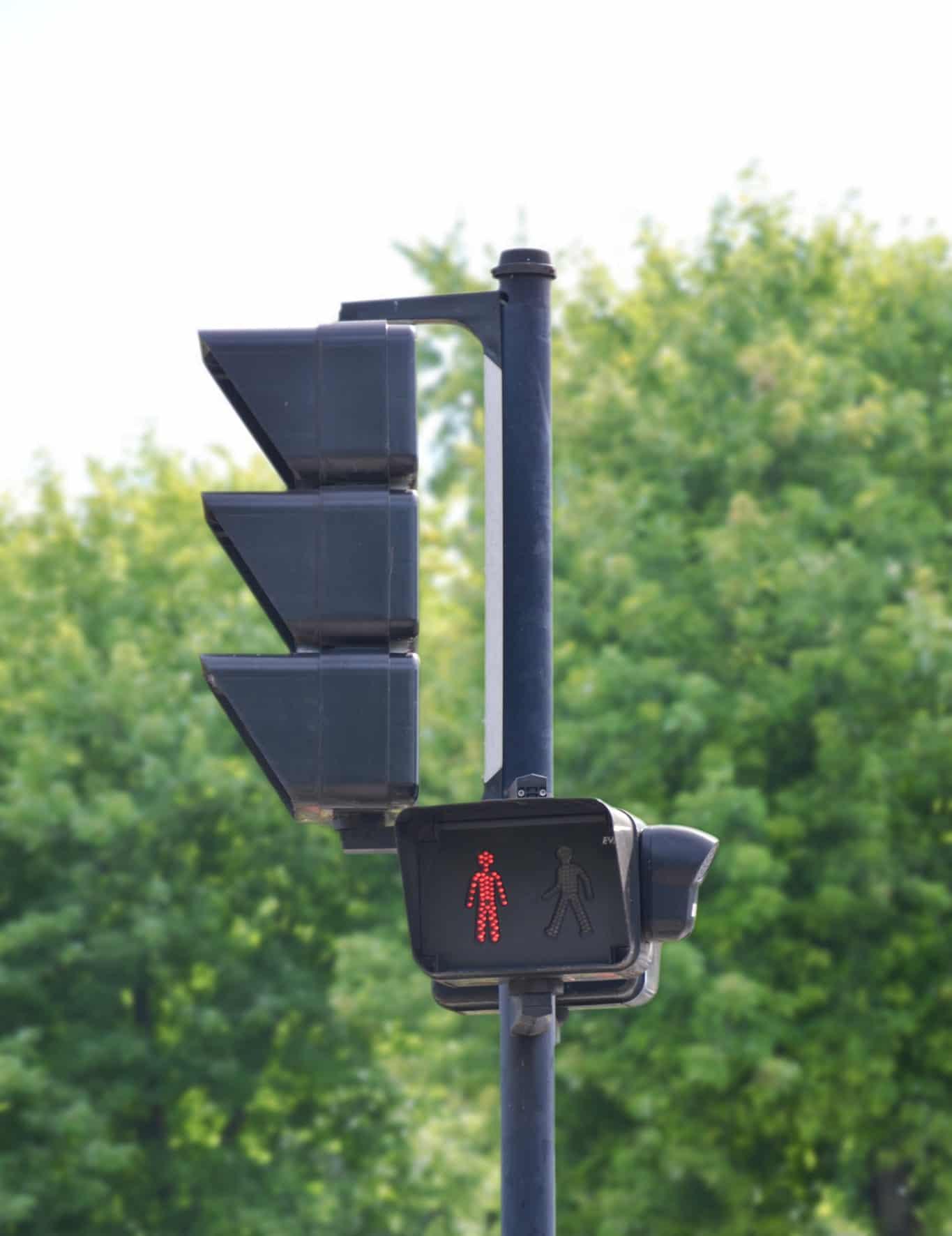 Les feux sonores fonctionnels sont obligatoires, rappelle le guide «CONCEVOIR UNE VOIRIE ACCESSIBLE»