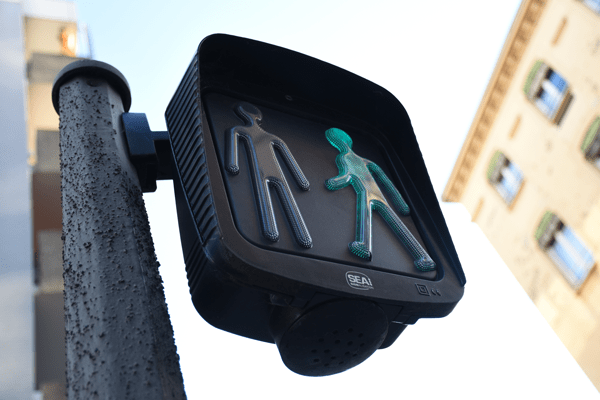 Comment font les personnes aveugles pour traverser la rue ?